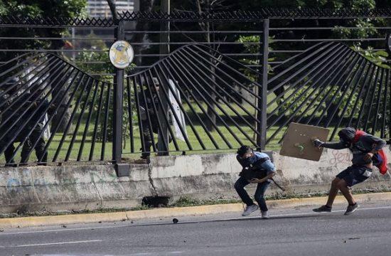 David Vallenilla en el momento del disparo