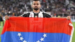 Tomás Rincón bandera al revés
