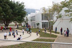 Escuela para 1200 alumnos, más los del Sistema de Orquestas.
