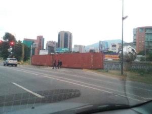 Puente bloqueado con container
