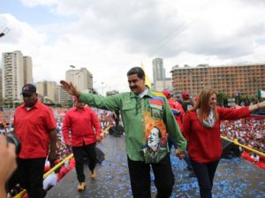 Maduro aprovecha la división del adversario